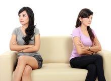 Kvinna två hatar sig Arkivbild