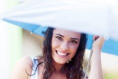 Kvinna under paraplyet Royaltyfri Fotografi