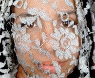 Kvinna under skyla Royaltyfria Bilder