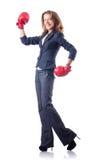 Kvinnaaffärskvinna med boxninghandskar Royaltyfri Bild