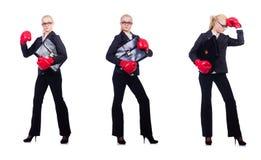 Kvinnaaffärskvinnan med boxninghandskar på vit Arkivbilder