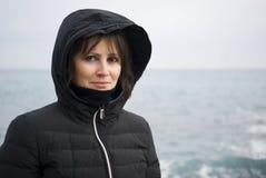 Kvinnaanseendeframdel havet Arkivfoton