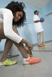 Kvinnaband skor snör åt Arkivfoto