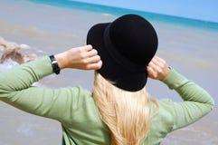 kvinnabarn för svart hatt Royaltyfri Fotografi