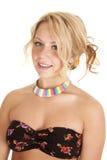 Kvinnabehå med regnbågehalsbandet arkivfoton