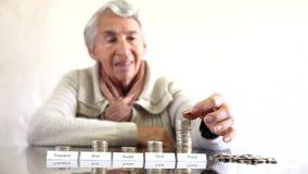 Kvinnabudget med stora besparingar för lopp arkivfilmer