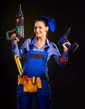 Kvinnabyggmästare med konstruktionshjälpmedel. Fotografering för Bildbyråer