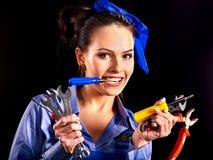 Kvinnabyggmästare med konstruktionshjälpmedel. Arkivbilder