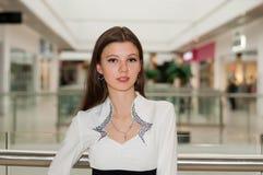 Kvinnachef på gallerian Fotografering för Bildbyråer