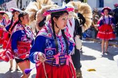 Kvinnadans på den Inti Raymi festivalen Royaltyfria Bilder