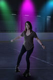 Kvinnadans på rullskridskor Royaltyfri Foto