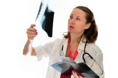 Kvinnadoktor på arbete royaltyfri fotografi