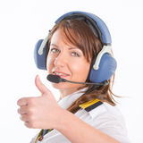 Kvinnaflygbolagpilot med hörlurar med mikrofon royaltyfria bilder