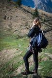 Kvinnafotvandrare Fotografering för Bildbyråer