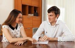 Kvinnafrågeformulär för anställd Royaltyfri Fotografi