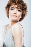 Kvinnaframsida med hårstil Royaltyfria Foton