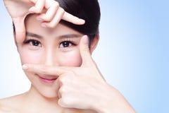 Kvinnaframsida- och ögonomsorg Royaltyfria Bilder