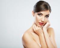 Kvinnaframsidaslut upp skönhetståenden Den kvinnliga modellen poserar arkivbilder