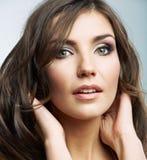 Kvinnaframsidaslut upp skönhetståenden. Kvinnlig modell. Arkivbilder