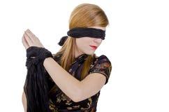 Kvinnahänder band upp och band för ögonen på Royaltyfri Foto
