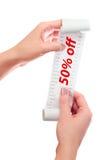 Kvinnahåll i henne handrulle av papper med utskrivavet kvitto 50% av Royaltyfria Foton