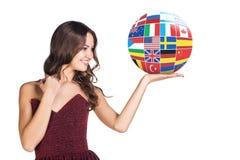 Kvinnahållboll med landsflaggor Royaltyfri Bild