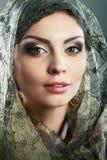 Kvinnahalsduk arkivbild
