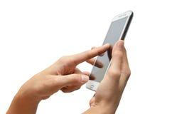 Kvinnahand genom att använda mobiltelefonpekskärmen Arkivfoton