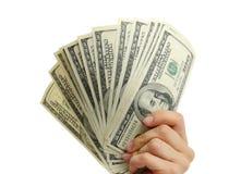 Kvinnahand med 100 dollarräkningar Arkivfoto