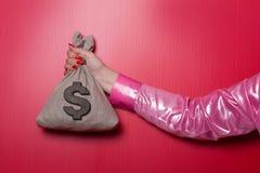 Kvinnahand Whit Money Bag Royaltyfria Bilder
