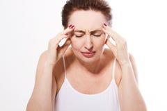 Kvinnahuvudvärk klimakterium Mellersta ålder arkivfoton