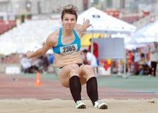 Kvinnaidrottsman nen för trefaldigt hopp Arkivbilder