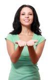 Kvinnainnehav något i henne händer royaltyfri bild