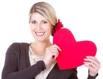 Kvinnainnehavhjärta arkivbild