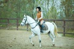 Kvinnajockey royaltyfri foto