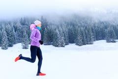Kvinnakonditioninspiration och motivation, löpare fotografering för bildbyråer
