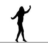 Kvinnakontur som balanserar på slak linje stock illustrationer