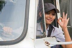 Kvinnalastbilsförare arkivfoto