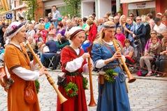 Kvinnalekmusik under Landshut bröllop Royaltyfria Foton