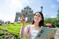 Kvinnalopp i Macao med den pappers- översikten fotografering för bildbyråer