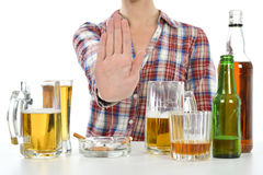 Kvinnan önskar att avsluta att dricka och att röka Arkivbilder