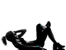 Kvinnan abdominals för genomkörarekondition somställing skjuter, ups Royaltyfri Fotografi