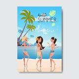 Kvinnan för dansen för sommarsemestern kopplar av etiketten för designen för landskapstrandemblemet Säsongen semestrar bokstäver  stock illustrationer