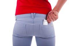 Kvinnan förhindrar med kondomar Royaltyfria Bilder