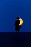 Kvinnan går månen Royaltyfria Bilder