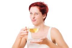 Kvinnan gillar inte teet Arkivbild
