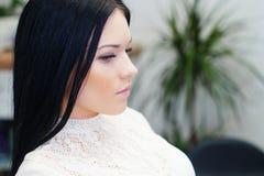 Kvinnan i barberare shoppar Fotografering för Bildbyråer