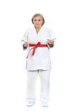 Kvinnan i karate poserar Arkivbild