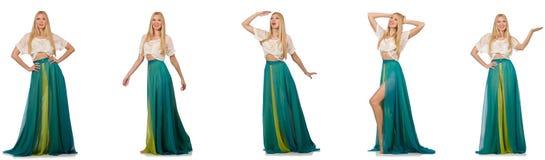 Kvinnan i modebegrepp i grön klänning på vit Fotografering för Bildbyråer