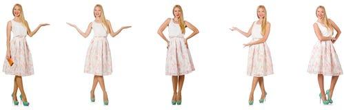 Kvinnan i modeblickar som isoleras på vit Arkivbild
